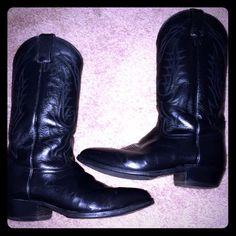VINTAGETONY LAMA BOOTSSZ9.5 VINTAGE TONY LAMA COWBOY BOOTSRECONDITIONEDSOLES IN MINT CONDITIONSTILL A HOT PAIR OF BOOTS Tony Lama Shoes Combat & Moto Boots