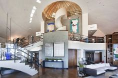 Successful record producer Pharrell Williams sells his Penthouse in Miami. The luxury property with sensational panoramic views of Miami is. Pharrell Williams, Celebrity Homes For Sale, Celebrity Houses, Beverly Hills, Casa Casuarina, Single Apartment, Boutique Deco, Pent House, Interiores Design