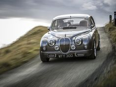 The Ian Callum redesigned Jaguar Mark 2 will be produced at a cost between £350,000 and £375,000 or $575,200 to $616,300 / €441,700 to €473,300.