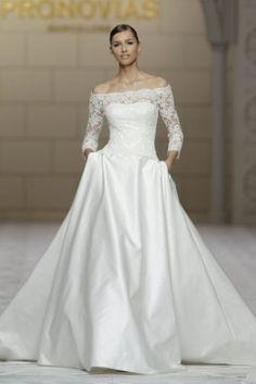 Vestido-de-novia-con-escote-barco-y-manga-tres