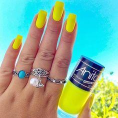 Me diz aí, você gosta de esmalte neon? Dot Nail Art, Polka Dot Nails, Neon Nails, My Nails, Simple Nail Art Designs, Short Nail Designs, Nail Polish Designs, French Gel, Wedding Nail Polish