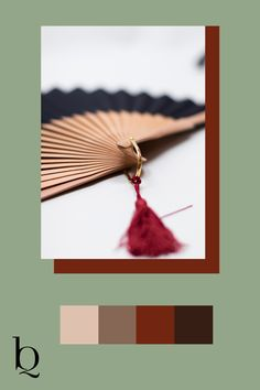 Wunderschöner Handfächer, gefertigt in Spanien. Die rote Tassel dazu ist der Hingucker. Die Quasten gibt es in vielen Farben. Sie sind handgeknüpft. Wunderschönes Birnbaumholz macht dein Sommeraccessoires perfekt. #sommermode2020 #damenmode #fashionasseccoires #boho Schau dich gleich mal im Shop um: Boho Outfits, Fashion Outfits, Boho Mode, Bohemian Soul, Mode Inspiration, Tassel Necklace, Drop Earrings, Diy, Jewelry