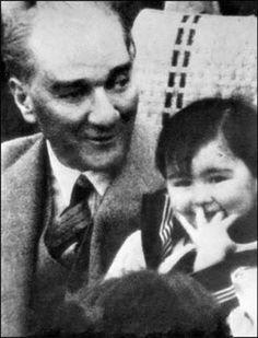 Ulu Önder Mustafa Kemal Atatürk'tün çocuk sevgisi...