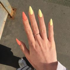 Semi-permanent varnish, false nails, patches: which manicure to choose? - My Nails Almond Acrylic Nails, Best Acrylic Nails, Summer Acrylic Nails, Almond Nail Art, Long Almond Nails, Summer Nails Almond, Cute Almond Nails, Elegant Nails, Stylish Nails
