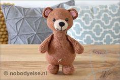 Crochet Bear, Crochet Patterns Amigurumi, Crochet Hooks, Pet Toys, Kids Toys, Pom Pom Slippers, Pokemon, Cute Alien, Elephant Pattern