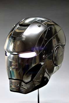 1/1 scale Iron Man Head Ver.Mark II. WANT!!!!!!!!!!