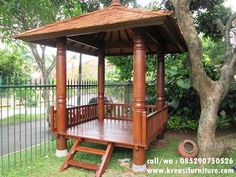 Gazebo Minimalis Kayu Glugu merupakan gazebo yang dibuat dari bahan baku kayu glugu pilihan dengan konsep minimalis modern furniture berukuran 2mx2m. Bali Garden, Shed Building Plans, Backyard Landscaping, Exterior Design, Landscape Design, Gazebo, Cottage, Outdoor Structures, Architecture