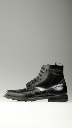 Broguing detail cap-toe and uppers embellished Caldecott lace-ups ankle boots in black, waxed cotton laces, 1.1'' heeled, non-slip dainite rubber sole, 100% leather.