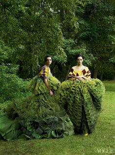 Caroline Trentini and Gemma Ward photographed by Steven Meisel, Vogue, December 2006 // John Galliano's topiary dresses for Christian Dior Couture Tim Walker, Steven Meisel, John Galliano, Galliano Dior, Foto Fashion, Fashion Art, Editorial Fashion, Green Fashion, Vogue Editorial