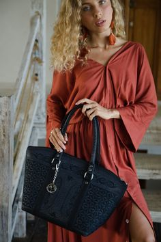 The Banda Tote Bag will be your staple accessory this summer! 100% cruelty-free, it features handmade traditional designs that will have you carrying a piece of art made with love by our Sumatran artisans. #totebag Only Fashion, Womens Fashion For Work, Woman Fashion, Fashion 2020, Fashion Bags, Plus Size Fashion, Fashion Ideas, Fashion Beauty, Women Accessories