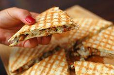 Pani Smaczna – Quesadilla z kurkami i kurczakiem Quesadilla, Bread, Food, Boards, Meal, Essen, Hoods, Quesadillas, Breads