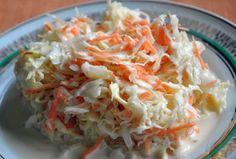 Salata de varza si morcovi cu sos de iaurt Varza alba se taie fideluta si se amesteca cu morcovii se rasi fin. Se omogenizeaza iaurtul cu usturoiul pisat, zeama de lamaie, mustarul, hreanul, sarea si piperul. Se toarna sosul de iaurt peste salata si se amesteca usor. Cold Vegetable Salads, Healthy Salad Recipes, Coleslaw, Cabbage, Vitamins, Good Food, Food And Drink, Meals, Dinner