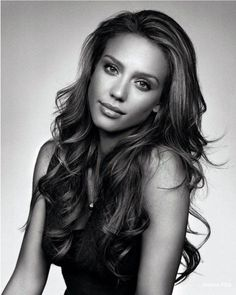 Jessica Alba is absolutely stunning!! She always has the most gorgeous hair! One of my favorite actresses!