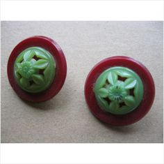 "2 collectable deco 2 part plastic buttons red & green 1.1/8"" on eBid United Kingdom"