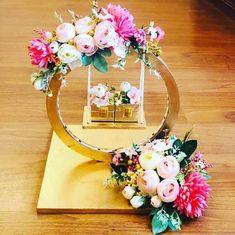 Indian Wedding Gifts, Desi Wedding Decor, Handmade Wedding Gifts, Indian Wedding Decorations, Wedding Crafts, Thali Decoration Ideas, Diwali Decorations, Wedding Gift Wrapping, Creative Gift Wrapping