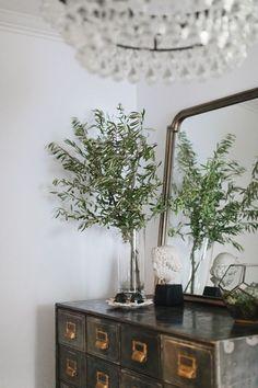 Shop My Chicago Condo – Danielle Moss Kitchen Trends 2018, Flower Power, Interior Styling, Interior Design, Design Design, Small Lounge, Life Kitchen, Home Decor Trends, Small Living