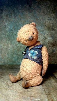 BROWN HONEY by By Jevgeni Bulahtin | Bear Pile