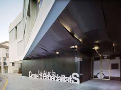 Vista exterior. Centro de especialidades médicas por CrystalZoo. Fotografía © David Frutos. Centre, Architecture, Grande, David, Exterior, Architects, Buildings, Facades, Trendy Tree