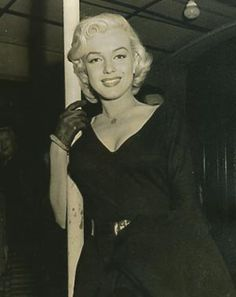 ❤ Marilyn Monroe ~*❥*~❤ Another rare photo.
