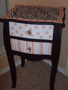 My sis-in-law made this for my study!  It is so cute!!! She did such a fabulous job:D See the before picture I just posted when they first brought it home from a garage sale!