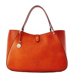 dooney and bourke camilla saddle handbag. I absolutely love this bag! Hermes Handbags, Cheap Handbags, Luxury Handbags, Tote Handbags, Fashion Handbags, Purses And Handbags, Fashion Bags, Leather Handbags, Leather Purses
