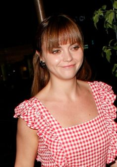 Christina Ricci wows with dramatic hairstyle!