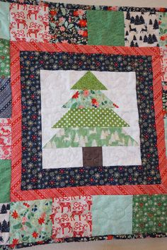 Quilted Christmas Tree wall hanging FREE pattern