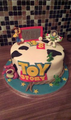 Toy story cake Toy Story Theme, Toy Story Party, Toy Story Birthday, 1st Birthdays, 3rd Birthday Parties, 4th Birthday, Birthday Cake, Cumple Toy Story, Cupcake Cakes