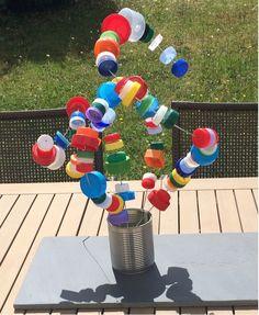 Sculpture colorée en bouchons plastique