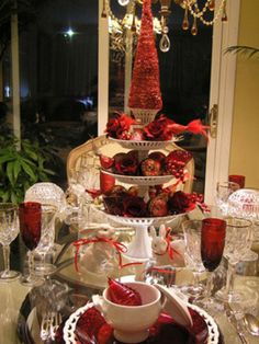 tablescapes Christmas red table setting