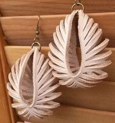 DIY transformable leather sculpted earrings // Gyönyörű bevagdosott fülbevalók bőrből // Mindy - craft tutorial collection // #crafts #DIY #craftTutorial #tutorial #DIYGift #Gifts #KreatívAjándék #HandmadeGifts