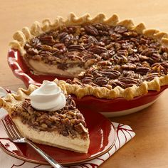 Vanilla Pecan Cheesecake Pie: Cheesecake meets pecan pie in this smooth and decadent seasonal dessert. Yummy Treats, Sweet Treats, Yummy Food, Just Desserts, Dessert Recipes, Pie Recipes, Recipes Dinner, Dinner Ideas, Healthy Recipes