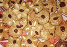 Puszedlifigurák #karácsony2018 recept foto Naan, Hungary, Campaign, Cookies, Medium, Desserts, Food, Crack Crackers, Tailgate Desserts