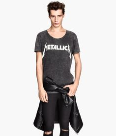 Nearly black/Metallica. T-shirt in jersey with a printed design at front and raw edges at neckline and cuffs.