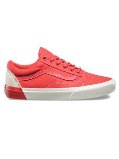 Discover recipes, home ideas, style inspiration and other ideas to try. Skate Shoes, Vans Shoes, Shoes Sneakers, Vans Classic, Classic White, Lace Up Shoes, Dress Shoes, Van Trainers, Summer Sneakers