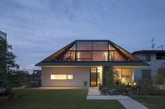japanese-house-with-hipped-glass-roof-1.jpg