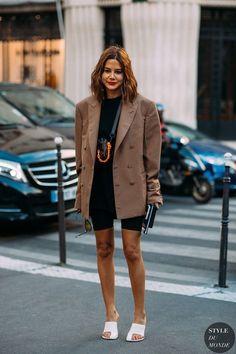 Haute Couture Fall / Winter Street Style: Christine Centenera Christine Centenera by . Look Fashion, Autumn Fashion, Fashion Outfits, Fashion Design, Fashion Trends, Bike Fashion, Fashion Shorts, Fashion Lookbook, Short Cycliste