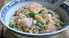 gebakken rijst met garnalen, erwtjes en gember