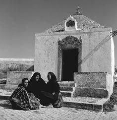 """""""Series the publications of Artur Pastor"""". Album Nazaré, edition of 1958 Portugal, Classy Photography, Album, Portuguese, Old Photos, Monochrome, Louvre, Terra, Cartier"""