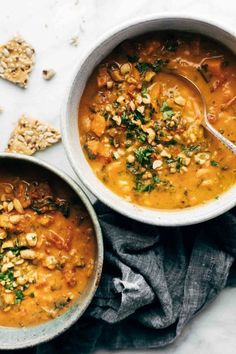 Spicy Peanut Soup with Sweet Potato + Kale Spicy Peanut Soup with Sweet Potatoes + Kale! Comforting and SUPER nutritious. Naturally vegan, gluten free, refined sugar free, ALL THE GOOD THINGS. Real Food Recipes, Soup Recipes, Vegetarian Recipes, Dinner Recipes, Healthy Recipes, Farro Recipes, Healthy Soups, Rib Recipes, Roast Recipes