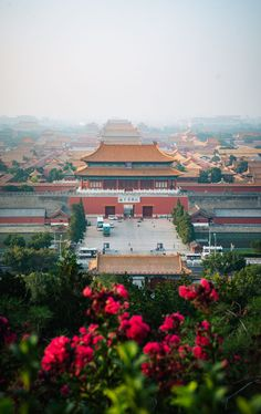 After spending a few weeks traveling in China, here are 20 essential travel tips & resources from my personal experience that will help you prepare for your trip to China. Minecraft Japanese House, Travel Essentials, Travel Tips, Temple Of Heaven, Visit China, Summer Palace, Train Tickets, Great Wall Of China, China Travel