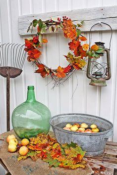 Simple and elegant autumn decor