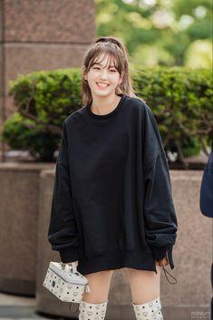 jeon somi Kpop Fashion, Daily Fashion, Korean Fashion, Jeon Somi, Kpop Girl Groups, Kpop Girls, K Pop, Elegant Wedding Hair, Airport Style
