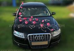 Foto Décoration voiture mariage orchidées rose foncé et le cœur
