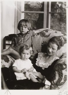 Peggy Guggenheim with Her Two Children,1926