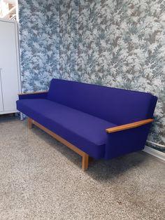 60-luvun virtaviivainen sohva ja Kvadratin Hallingdal-villa ovat oiva pari! Outdoor Sofa, Outdoor Furniture, Outdoor Decor, Couch, Home Decor, Settee, Decoration Home, Sofa, Room Decor