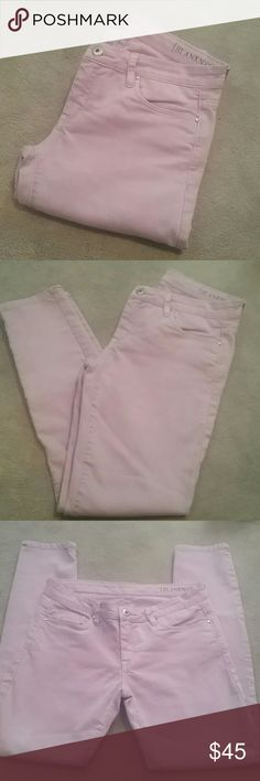 """Blank NYC Lilac Skinnies sz 28 Adorable lilac skinny jeans in perfect condition from a smoke and pet free home  5-pocket design  78% cotton /27% polyester /1% elastane  Approx Measurements  Waist 15"""" Rise 8 """" Inseam 28"""" Blank NYC Jeans Skinny"""