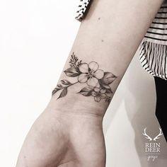 Mini Tattoos On wrist; beautiful tattoos 30 Mini Tattoos On Wrist Meaningful Wrist Tattoos Name Tattoos On Wrist, Simple Wrist Tattoos, Meaningful Wrist Tattoos, Flower Wrist Tattoos, Wrist Tattoos For Women, Tattoos For Women Small, Unique Tattoos, Beautiful Tattoos, Hibiscus Flower Tattoos