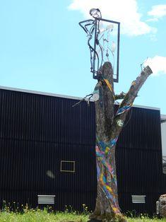 Inspirations from the Ravensburg Art Museum to the sun's reflection on the façade, the art faces are inspired by their surroundings ; Inspirationen vom Kunstmuseum Ravensburg bis hin zu Sonnenreflektion an der Fassade lassen sich die Kunstgesichter von ihrem Umfeld inspirieren