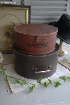 Anciennes boites à chapeaux en carton Brocante de charme atelier cosy.fr